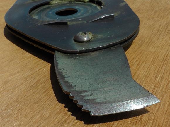 BrushDestructor knife edge cutting